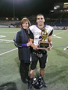 Estela Casas son wins high school player of the week award
