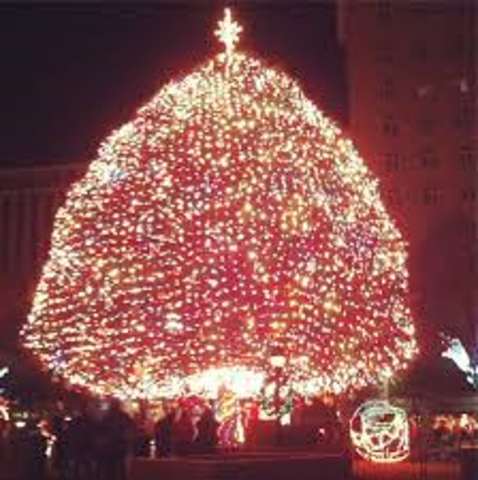 el paso city reps want to pay outside vendor to set up city christmas lights in san jacinto