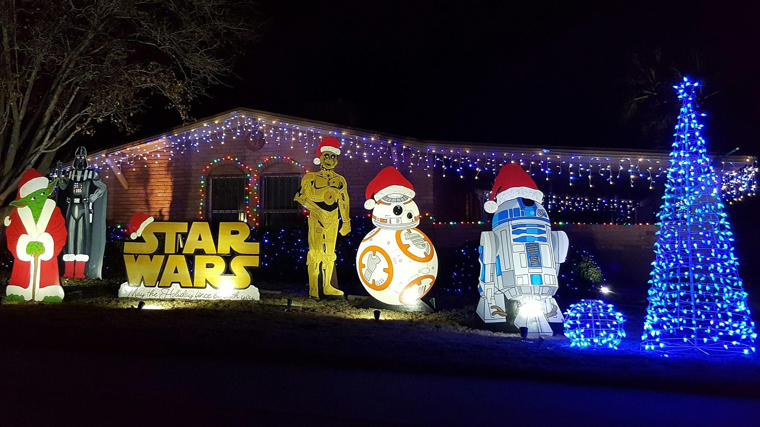 & El Pasou0027s Eastridge Neighborhood Lights Up for Christmas